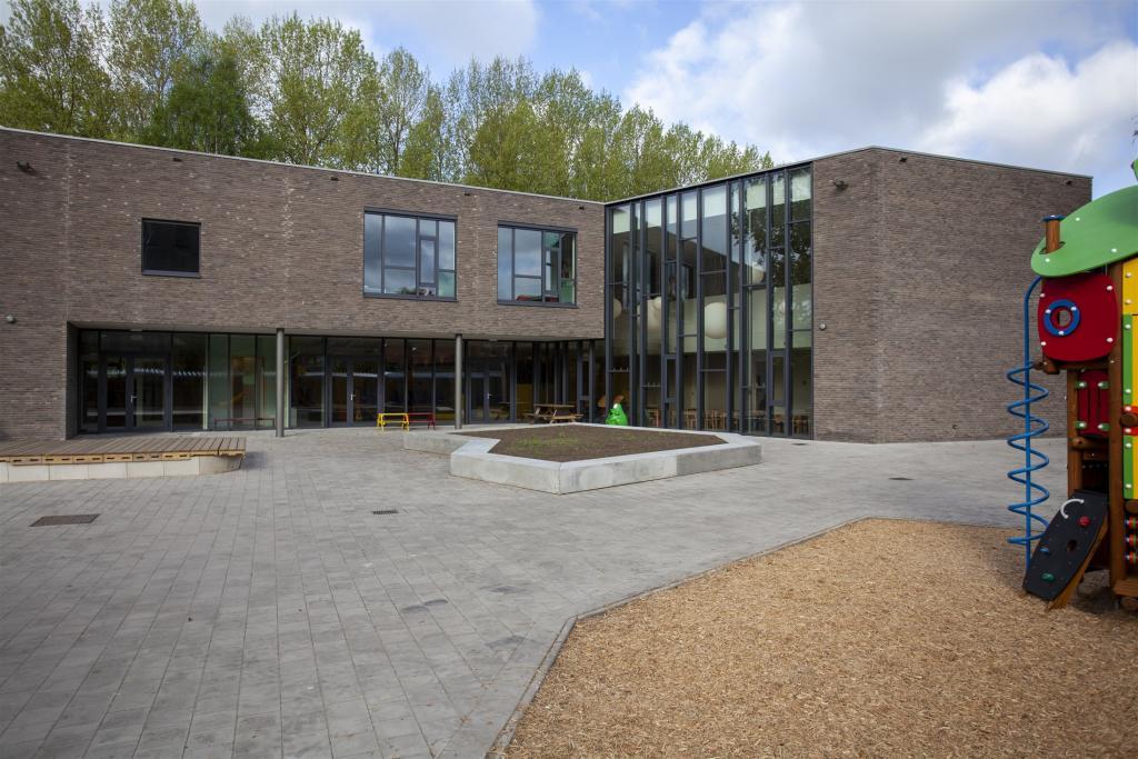 Gemeentelijke basisschool waasmunster alheembouw for Meubilair basisschool